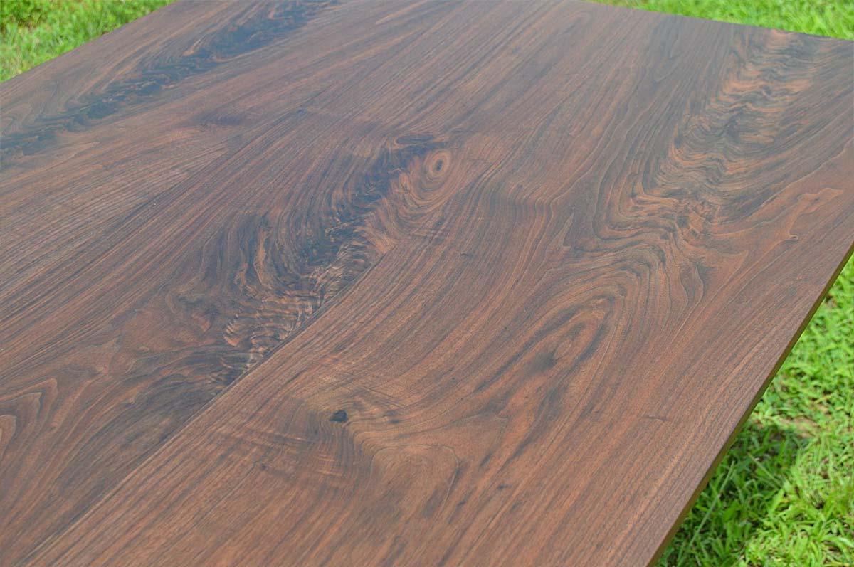 Closeup of Black oak tabletop